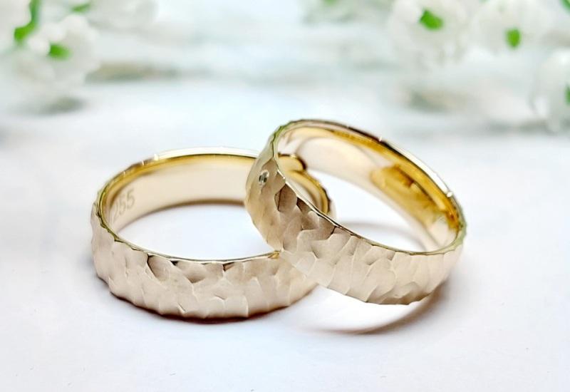Nachhaltige Eheringe außergewöhnlich Gold